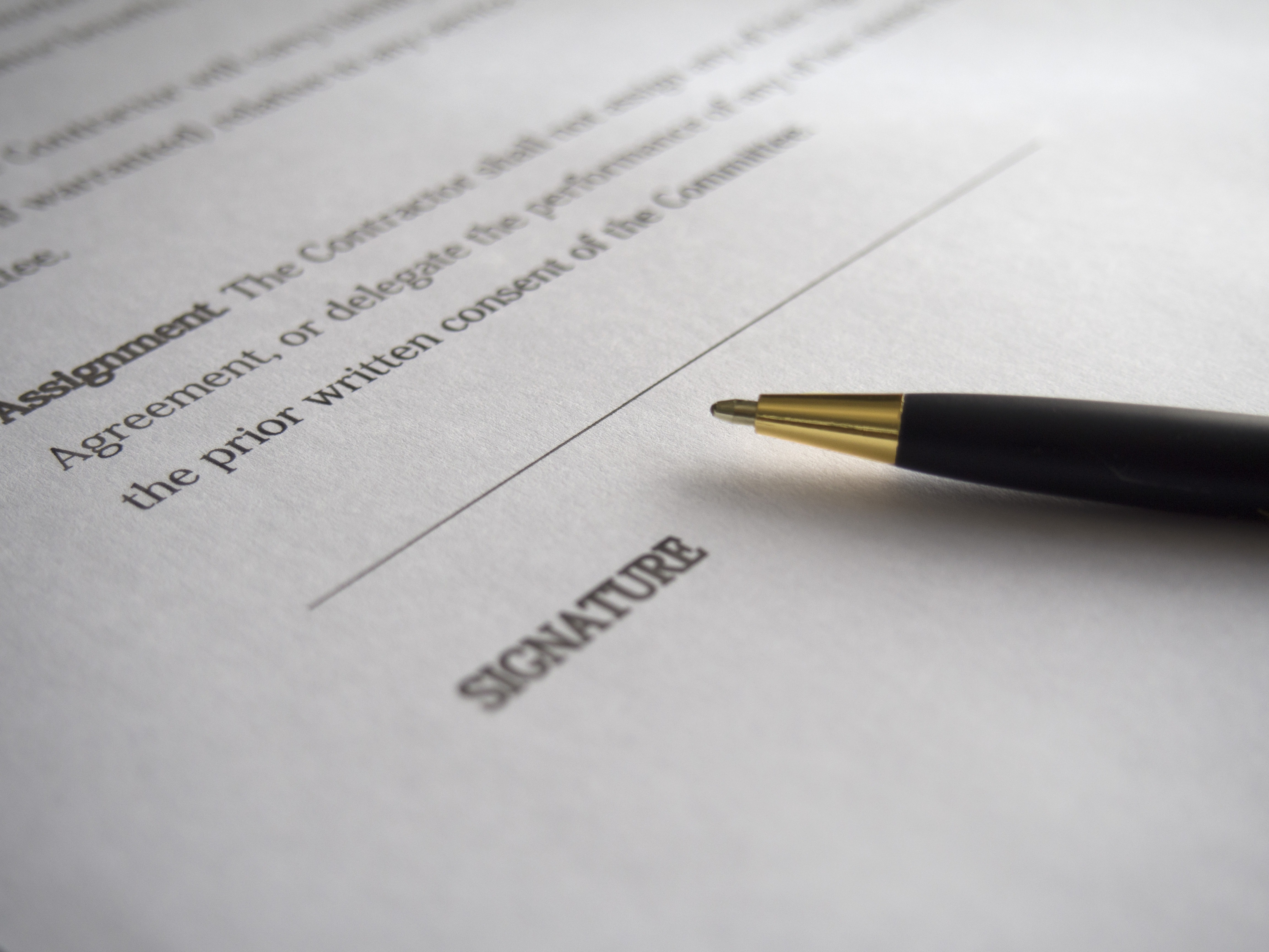 Signing a Contract with Reliable Movers