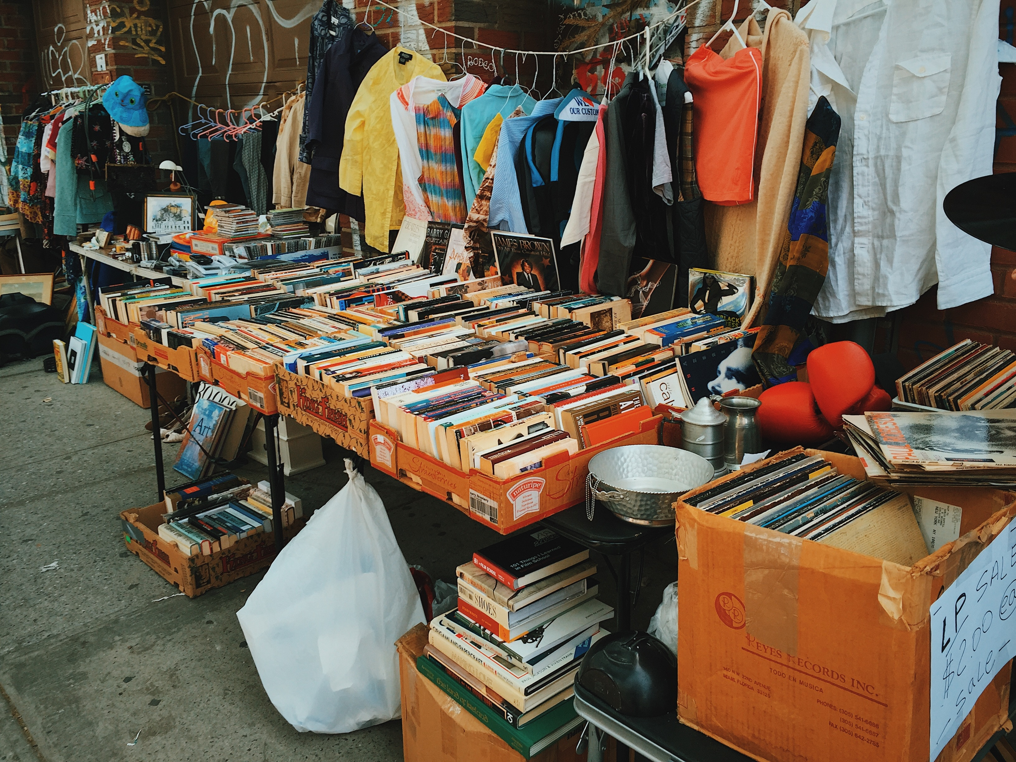 Organize a Yard Sale for Your Moving During Summer