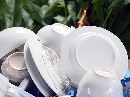 How to pack and protect dishes for transportation
