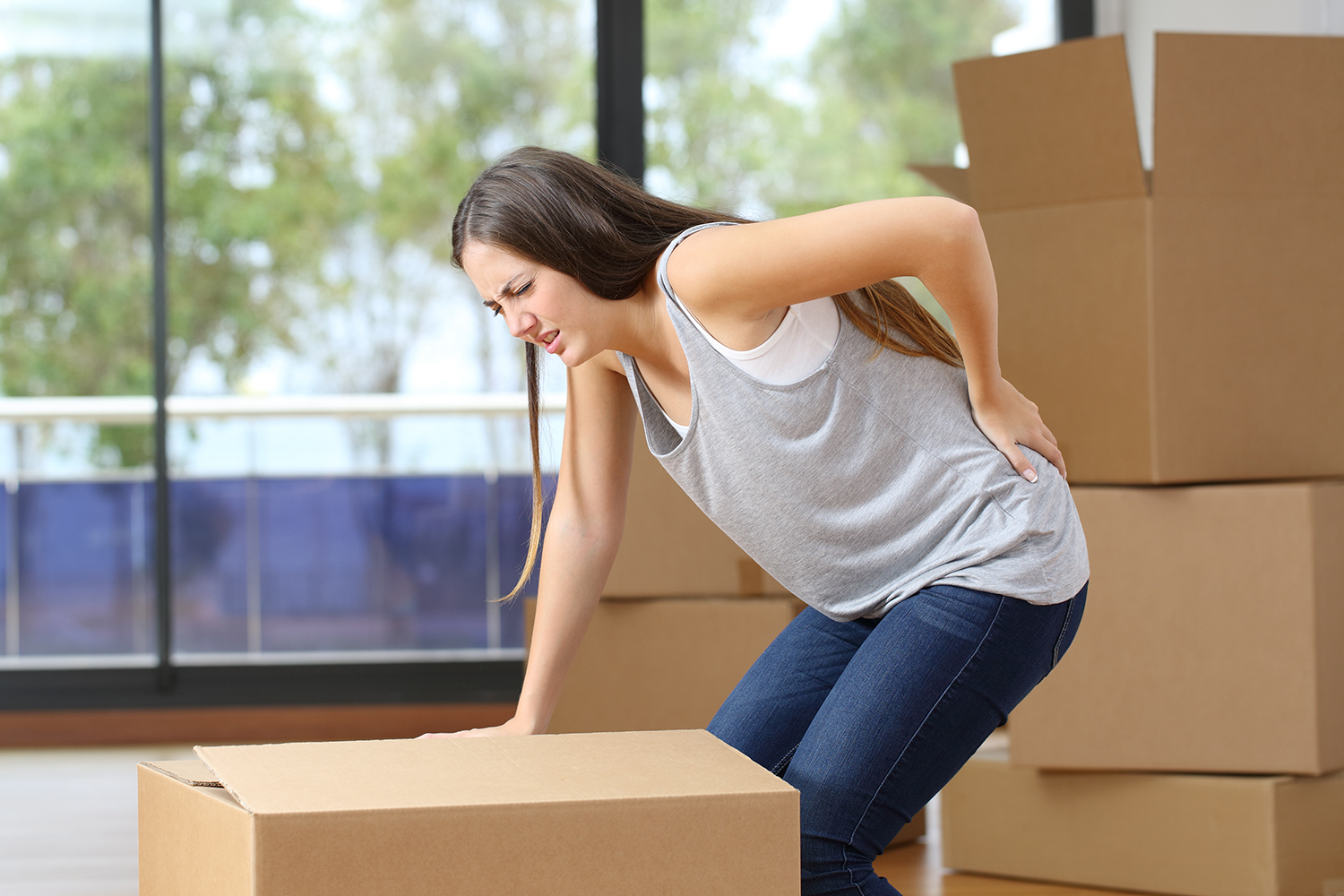 Lift Boxes Correctly When Moving to Avoid Injuries